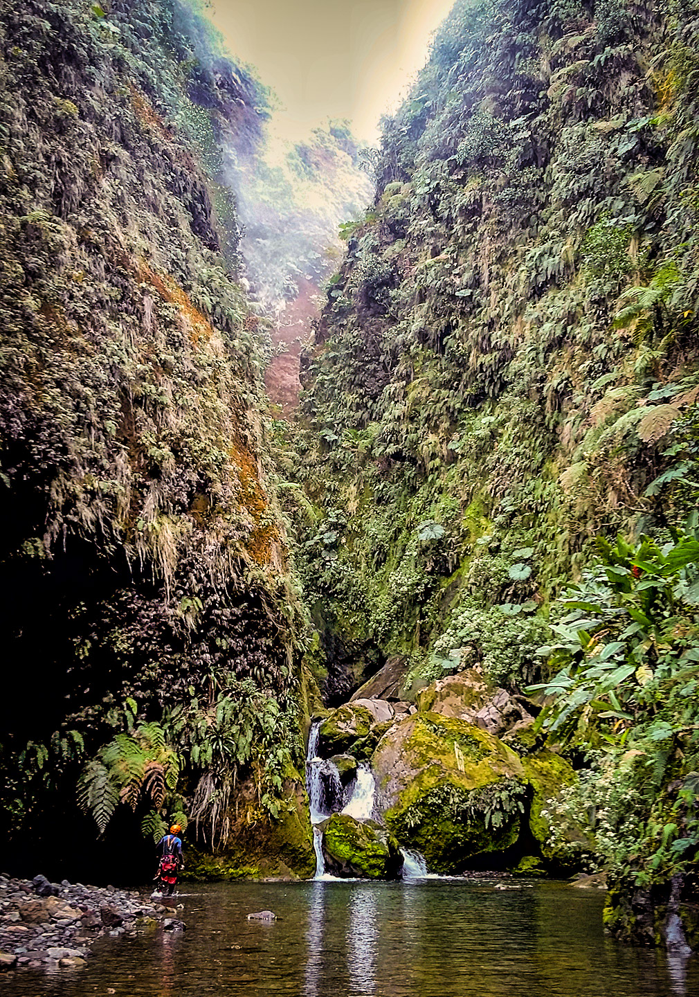 costa-rica-mordor-canyon-08